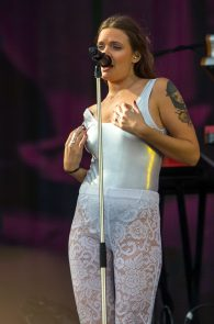 tove-lo-nipple-slip-at-rock-in-rio-3