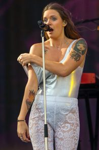 tove-lo-nipple-slip-at-rock-in-rio-6