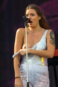 tove-lo-nipple-slip-at-rock-in-rio-7