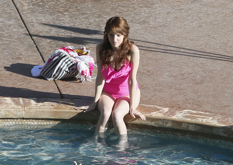 anna-kendrick-pink-swimsuit-bikini-09 | celebrity-slips.com