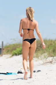 joanna-krupa-topless-at-the-beach-in-miami-1