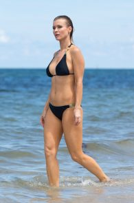 joanna-krupa-topless-at-the-beach-in-miami-14