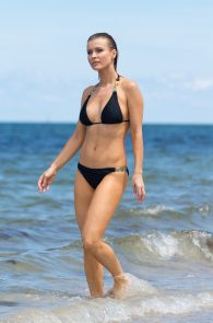 joanna-krupa-topless-at-the-beach-in-miami-15