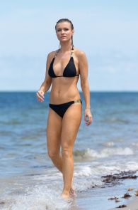joanna-krupa-topless-at-the-beach-in-miami-18