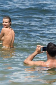 joanna-krupa-topless-at-the-beach-in-miami-29