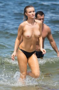 joanna-krupa-topless-at-the-beach-in-miami-37