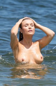 joanna-krupa-topless-at-the-beach-in-miami-40