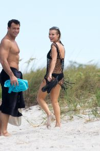 joanna-krupa-topless-at-the-beach-in-miami-6