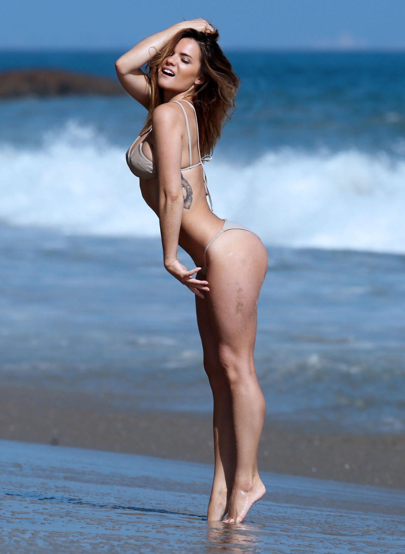 vivica fox bikini pics