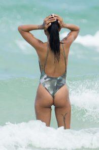 karrueche-tran-cameltoe-bikini-in-miami-3