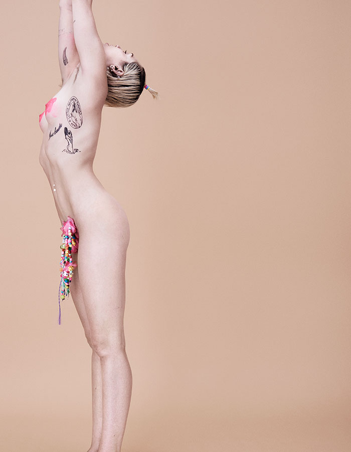miley-cyrus-nude-topless-in-paper-mag-2