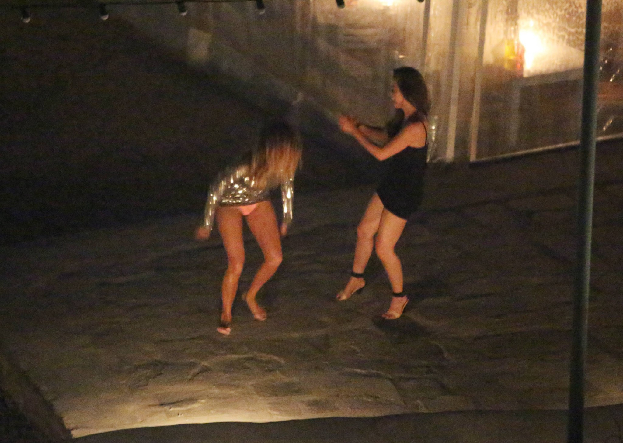 nicole-scherzinger-drunk-in-greece-panties-upskirt-6
