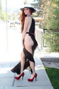 phoebe-price-ass-flash-in-los-angeles-06