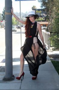 phoebe-price-ass-flash-in-los-angeles-10