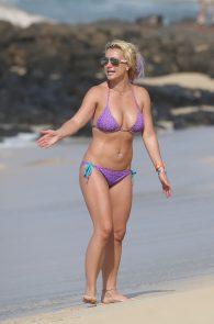 britney-spears-wearing-a-bikini-in-hawaii-01