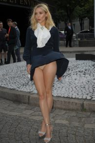 elizabeth-olsen-wind-blown-upskirt-in-paris-04