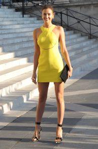 irina-shayk-nippple-pokes-at-paris-fashion-show-09