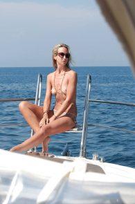 lady-victoria-hervey-topless-in-ischia-02