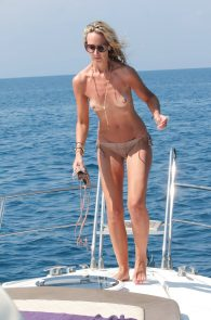 lady-victoria-hervey-topless-in-ischia-04