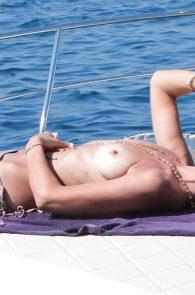 lady-victoria-hervey-topless-in-ischia-05