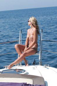 lady-victoria-hervey-topless-in-ischia-06