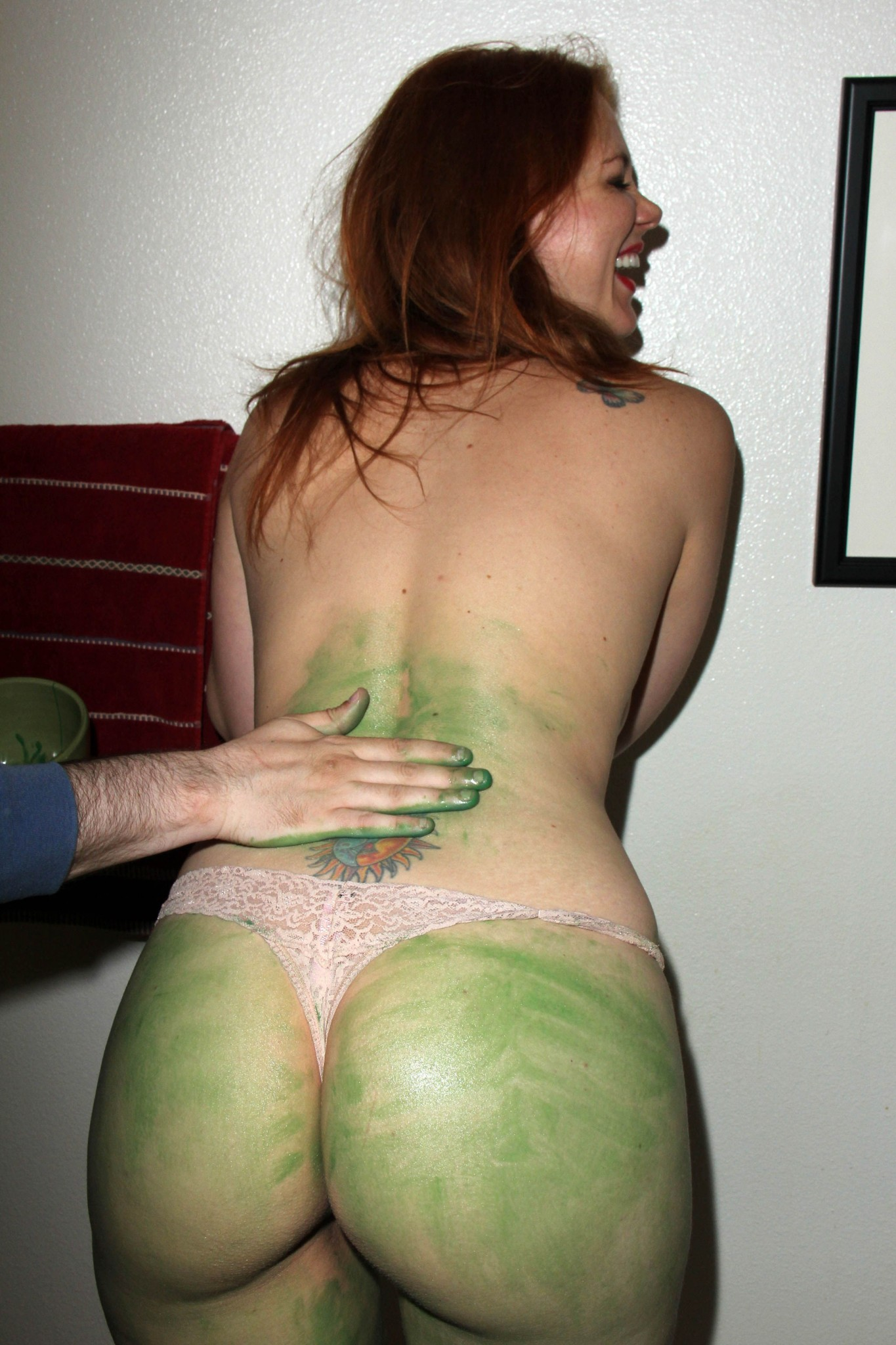 maitland-ward-painted-ass-flash-at-comic-con-18