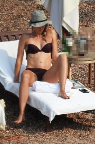 maria-sharapova-wearing-a-bikini-in-montenegro-01
