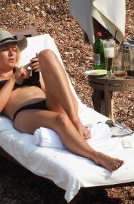 maria-sharapova-wearing-a-bikini-in-montenegro-04