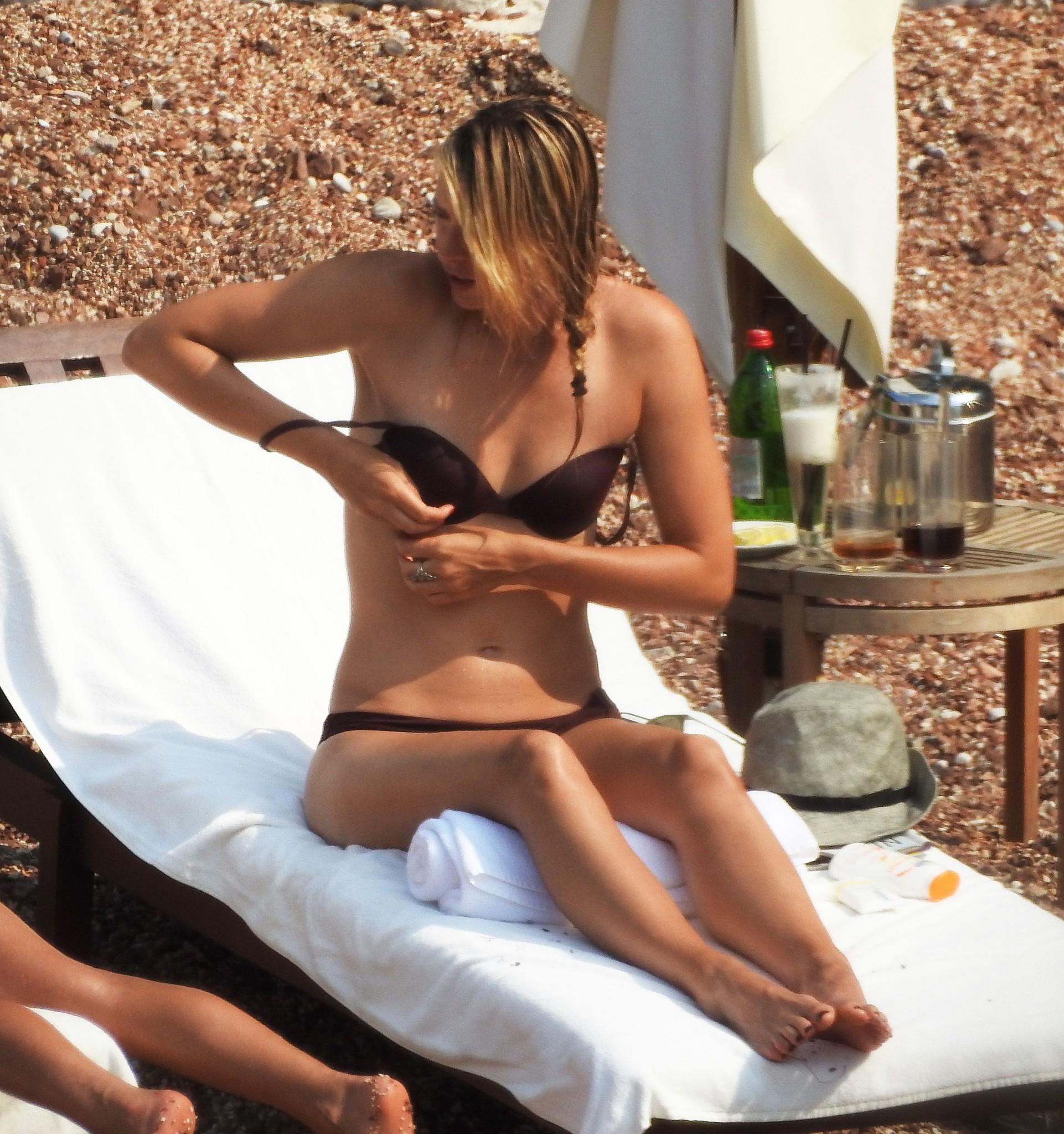 maria-sharapova-wearing-a-bikini-in-montenegro-12