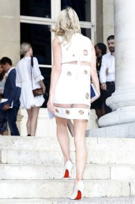 nicky-hilton-upskirt-paris-fashion-show-01