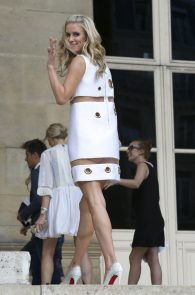 nicky-hilton-upskirt-paris-fashion-show-05