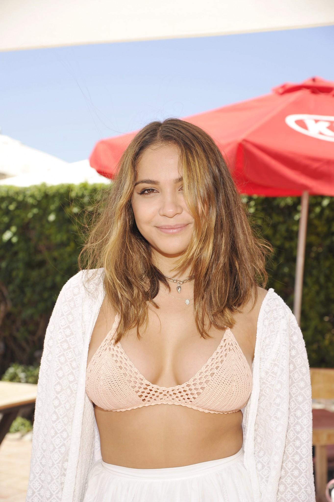 stella-hudgens-cleavage-bikini-top-02