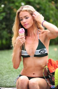 denise-richards-in-bikini-poolside-03