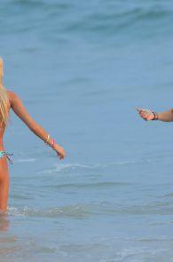 kylie-jenner-pia-mia-perez-wearing-bikinis-in-mexico-36