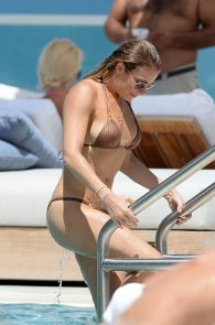leann-rimes-wearing-a-bikini-at-a-pool-01
