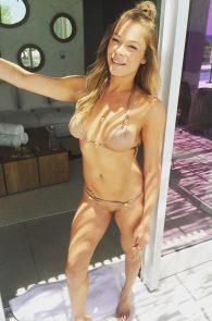 leann-rimes-wearing-a-bikini-at-a-pool-02