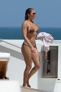 leann-rimes-wearing-a-bikini-at-a-pool-03