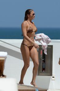 leann-rimes-wearing-a-bikini-at-a-pool-04