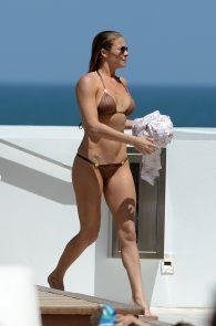 leann-rimes-wearing-a-bikini-at-a-pool-07