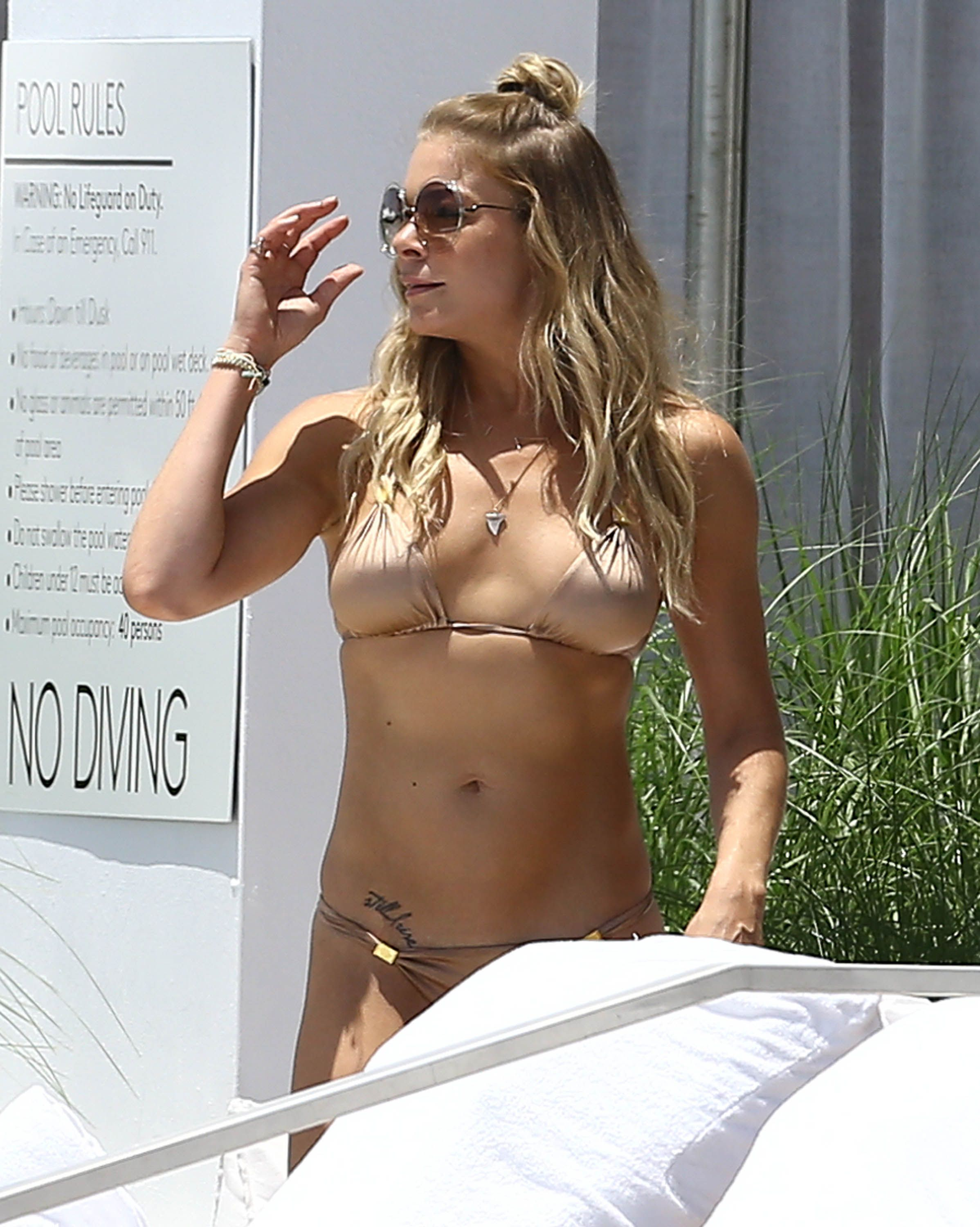 Leann rimes wearing a bikini hot