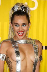 miley-cyrus-thong-ass-flash-half-naked-mtv-video-music-awards-2015-03