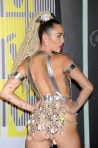miley-cyrus-thong-ass-flash-half-naked-mtv-video-music-awards-2015-05