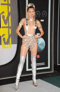 miley-cyrus-thong-ass-flash-half-naked-mtv-video-music-awards-2015-18