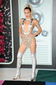 miley-cyrus-thong-ass-flash-half-naked-mtv-video-music-awards-2015-24