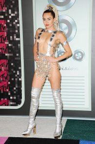 miley-cyrus-thong-ass-flash-half-naked-mtv-video-music-awards-2015-25