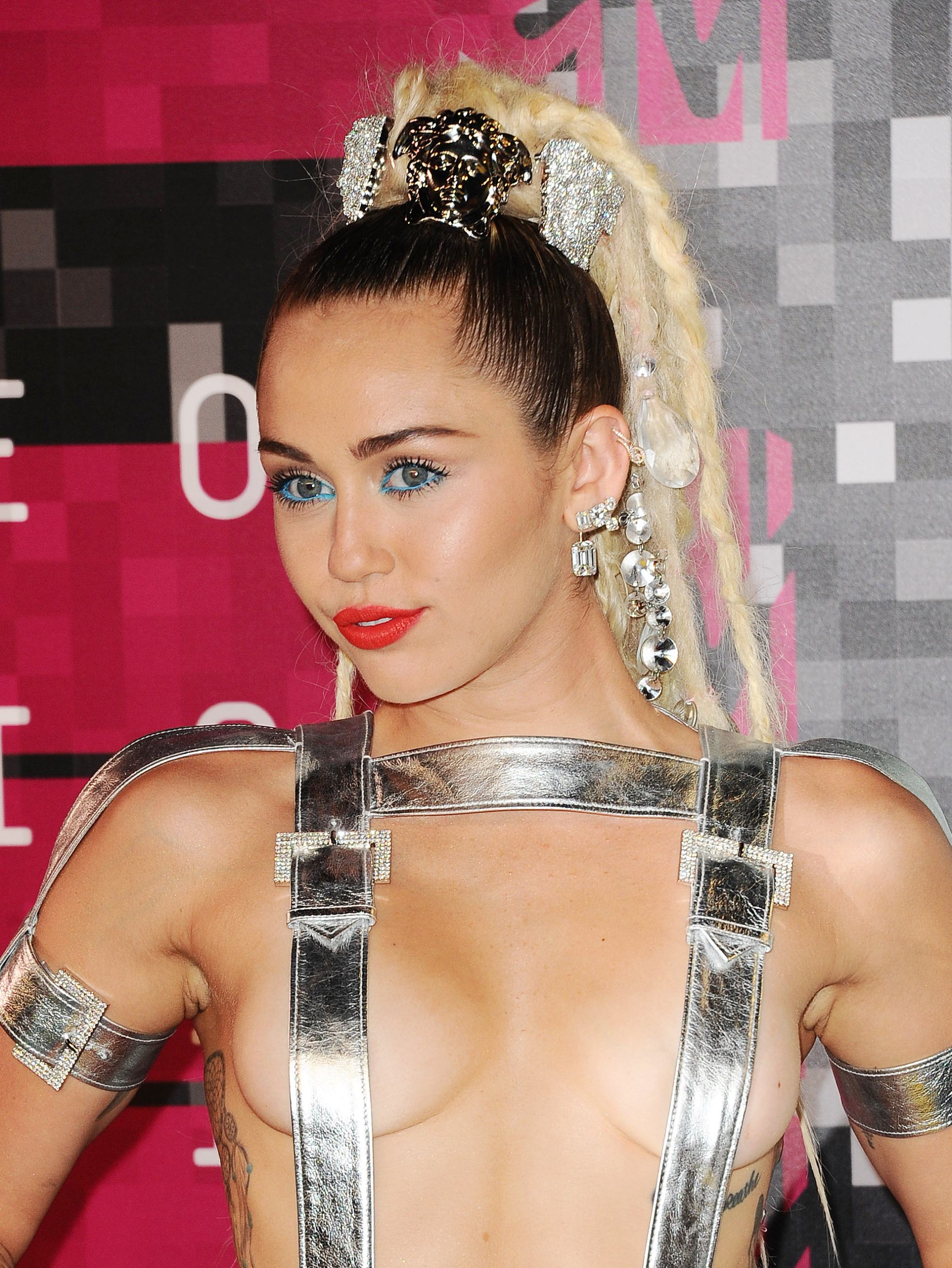 Miley-Cyrus-Thong-Ass-Flash-halvnøgen-Mtv-Video-Musik-3235
