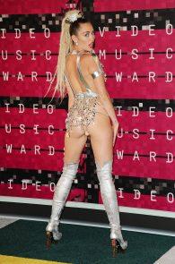 miley-cyrus-thong-ass-flash-half-naked-mtv-video-music-awards-2015-31