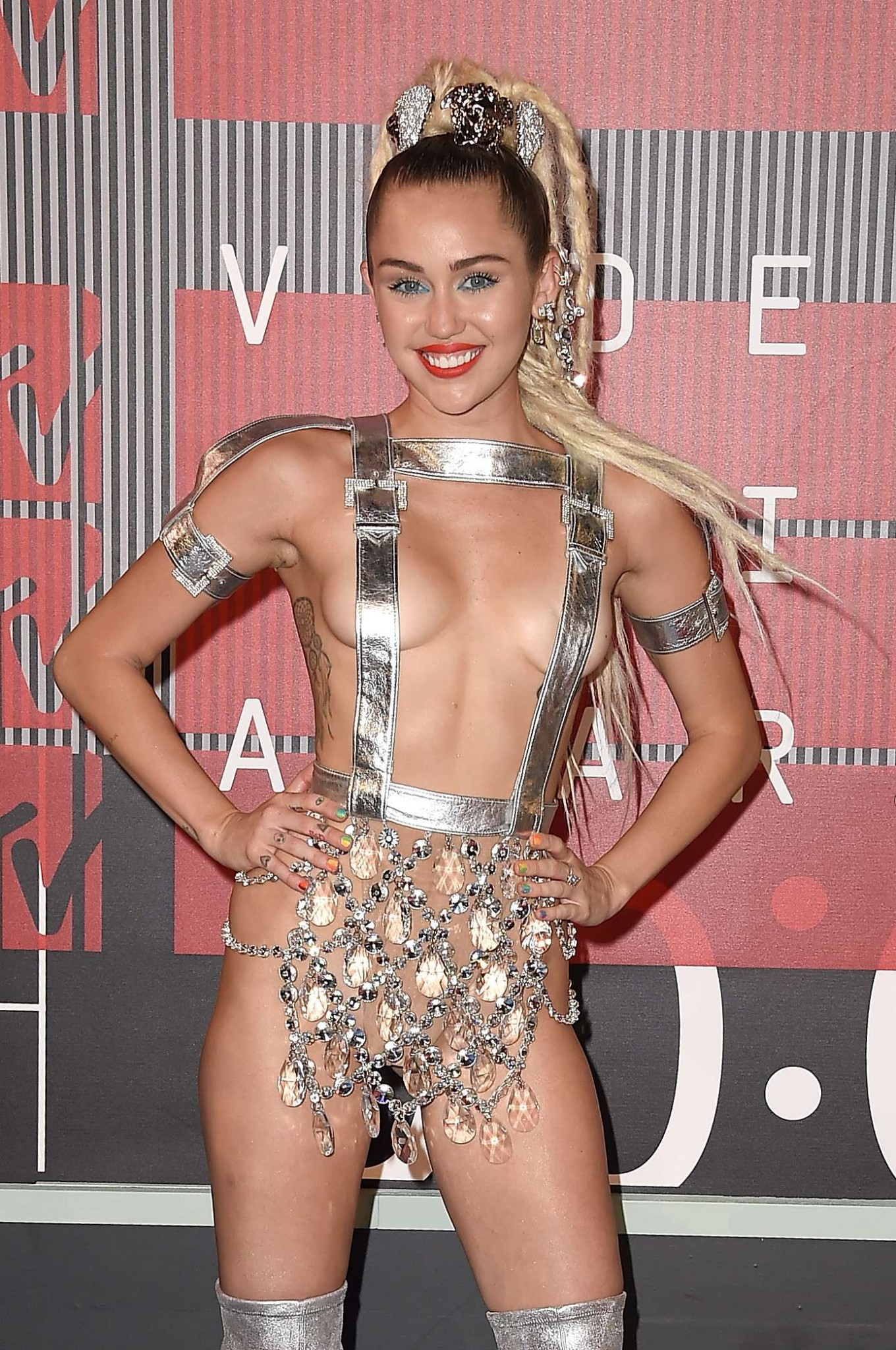 Miley cyrus photos half naked