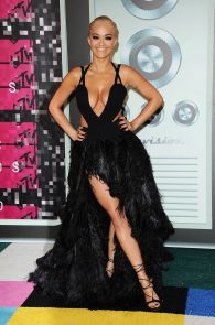 rita-ora-huge-cleavage-at-the-2015-mtv-video-music-awards-01