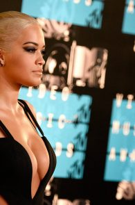 rita-ora-huge-cleavage-at-the-2015-mtv-video-music-awards-08